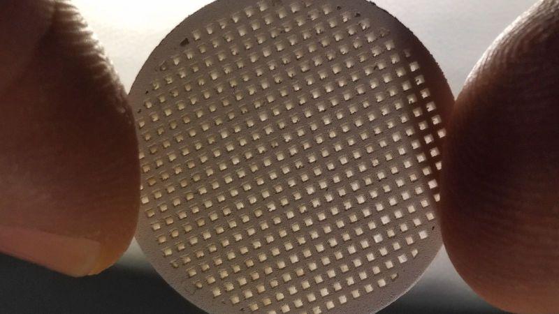 Durch 3D-Siebdruck hergestellter Membranträger aus Magnesiumoxid aus dem Forschungsprojekt AMAZING