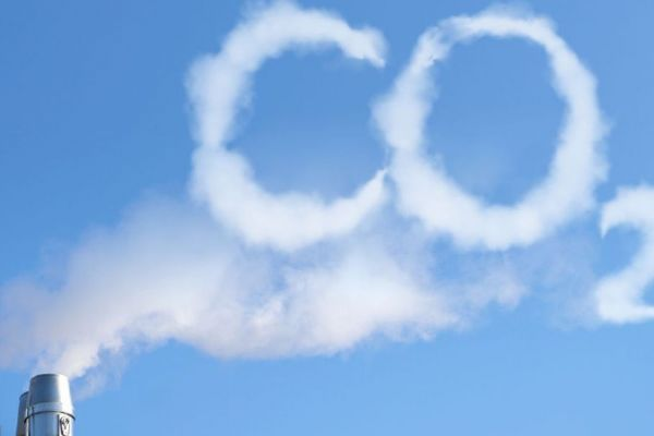 CO2-Ausstoß eines Schornsteins
