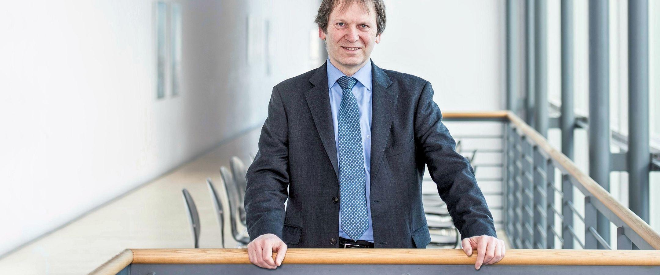 Porträt von Hans-Martin Henning, Leiter des Fraunhofer-Instituts für Solare Energiesysteme
